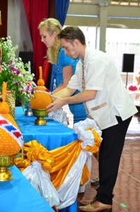 Offering the pineapple (lotus) to the King